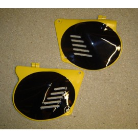 Side Panels New N.O.S Suzuki RM125 A 1976-1978